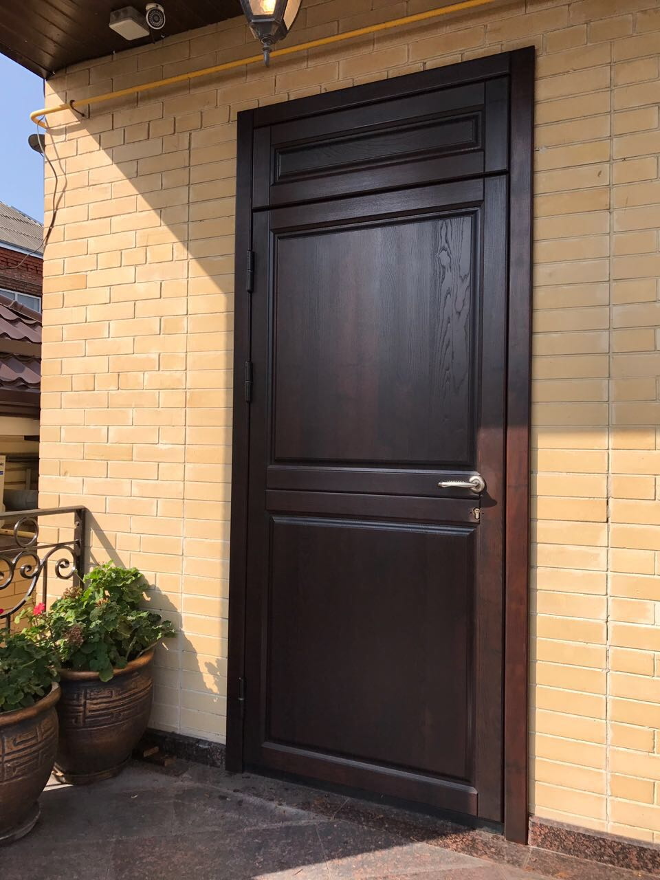 Двери из термодревесины